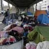 Власти Парижа эвакуируют неменее 700 беженцев насевере города