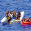 Греческая береговая охрана топит сирийских беженцев иснимает это навидео