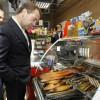Медведев пообещал разобраться ссетями, непускающими российские товары