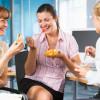 Общие обеды повышают продуктивность работы коллектива— Ученые