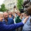 ВСаратове возник монумент к80-летию Олега Табакова