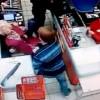Полицейские установили личность «нокаутировавшего» бабушку вмагазине