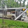 Столб линии электропередачи упал наавтобус вНовосибирске, пострадал один человек