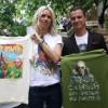 ВНью-Йорке накануне русского Дня молодежи раздавали футболки сизображением В. Путина