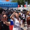 Российские и украинские туристы отмечают День Победы в Кемере вместе с турками
