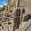 Пещерный монастырь Вардзиа в Грузии