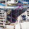 Самый большой в мире круизный лайнер «Гармония морей» совершает свой первый рейс