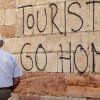 Массовый туризм порождает множество протестов в европейских городах