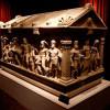 Римский саркофаг Геркулеса приветствует посетителей в музее Антальи