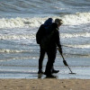 На опустевшие пляжи Анталии массово вышли охотники за «сокровищами»