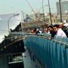 Стамбульские рыболовы продолжают традиции, несмотря на тревогу относительно запасов рыбы
