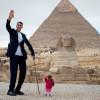 Самый высокий мужчина в мире и самая маленькая женщина встречаются в Египте для удивительной фотосессии
