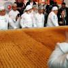 Турецкие повара готовят самую большую в мире баклаву в Анкаре