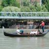 Местные жители и туристы могут прокатиться на гондоле в турецком Тунджели