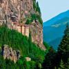 Монастырь Сумела  — достопримечательность Турции, высеченная в скале