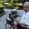 Тайваньский старик установил на велосипед 11 телефонов, чтобы играть в Pokemon Go