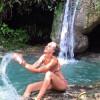 В Мармарисе местные и иностранные туристы в период неимоверной жары облюбовали водопад Тургут