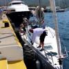 Лодку, везущую российских туристов, выбросило на берег