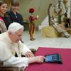 iPad папы римского Франциска ушел с молотка за $30 тысяч