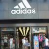 Adidas сокращает присутствие на российском рынке на 200 магазинов