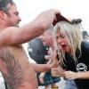 Леди Гага эпатировала публику купанием в ледяной воде озера Мичиган