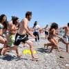 Активисты общественных организаций Антальи совместным купанием выразили протест открытию женского пляжа в Сарысу