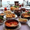 Весна — лучшее время для продолжительных завтраков на открытом воздухе в Стамбуле