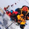Рекордное количество альпинистов на Эвересте приносит дополнительные риски