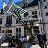Первое в Европе «солнечное» дерево установили в центральном регионе Франции