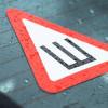 Почему водители не обязаны устанавливать опознавательный знак «Шипы» на свой автомобиль?