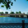 В Петербурге прогулочный теплоход с туристами протаранил опору моста