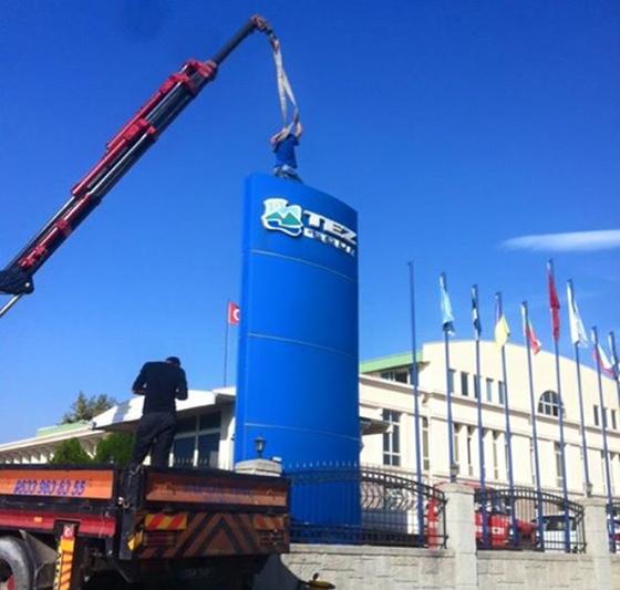 Перед офисом Tez Tour в Анталии снимают вывеску