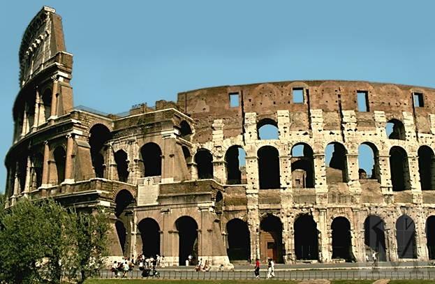 в Риме обрушилась часть стены Колизея