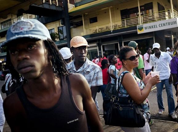 суринамский народ приветливый и доброжелательный по отношению к иностранцам