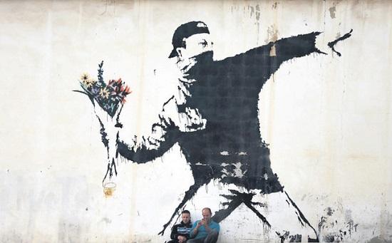 В Стамбуле проходит выставка уличного граффити от Бэнкси