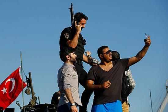 Эксперты дали оценку реакции туристов на события в Турции