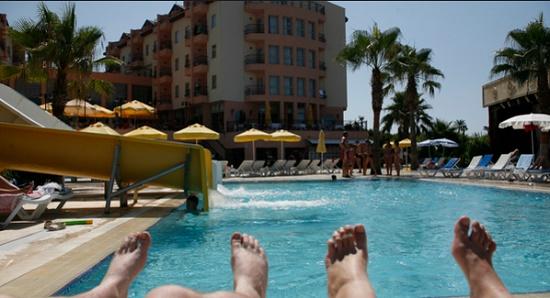 Ростуризм настоятельно рекомендует своим гражданам оставаться на территории курортов Турции
