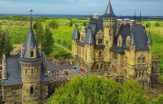 Замок Гарибальди в Самарской области — современная готика в России