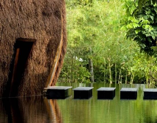 Эко Бар Ветра и Воды во Вьетнаме - прекрасное сооружение посреди озера