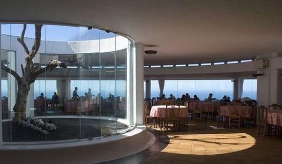 Необычный ресторан в жерле действующего вулкана - «Эль Диабло», остров Лансароте