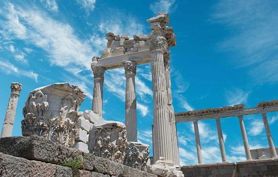 Пергам, некогда крупнейший город восточной страны, ждет любителей истории
