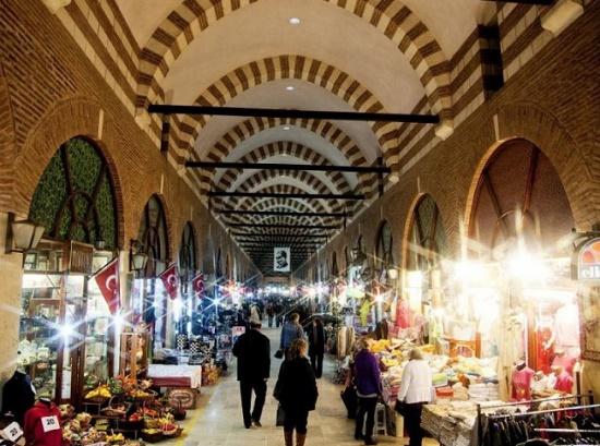 Огромный крытый рынок Бедестен в Мармарисе