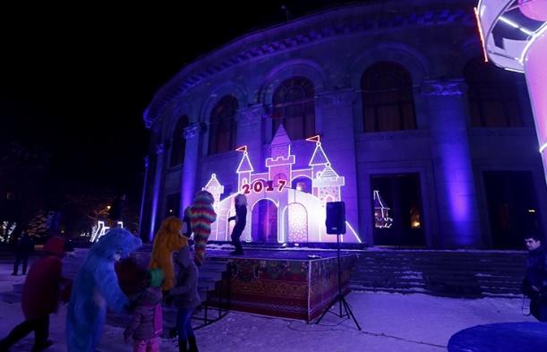 Армения: сказочный  ледяной городок открылся в центре Еревана