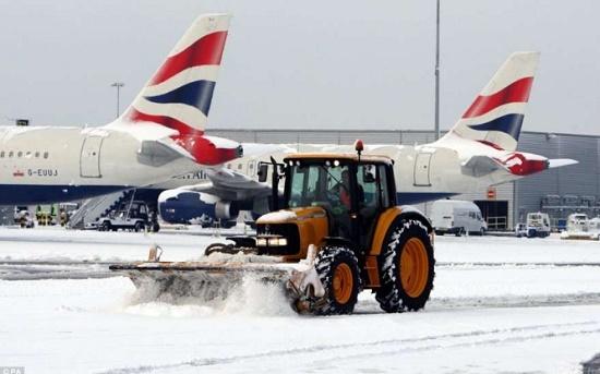 Япония отменила авиарейсы из-за небывалых снегопадов