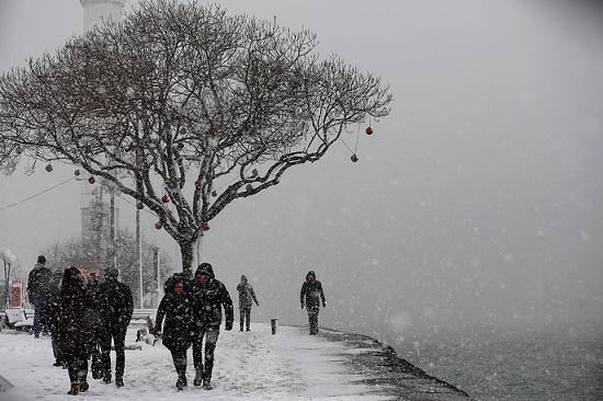 Морозы и снегопады парализовали жизнь в Турции