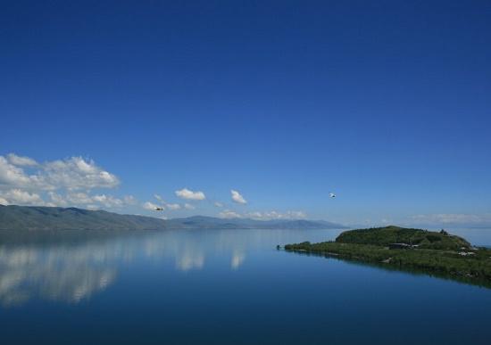 Озеро Севан — соседствующая с небом достопримечательность Армении