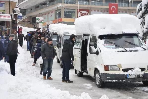 Сильнейший снегопад обрушился на курорт Трабзон