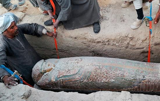 Несколько мумий найдено в древней могиле близ Луксора в Египте