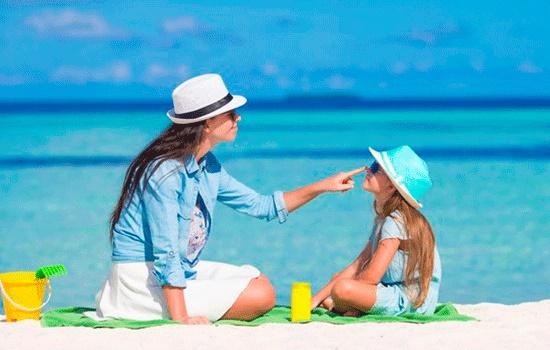 Выбор правильного солнцезащитного крема для вашей кожи на солнечных курортах этим летом
