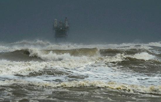 Ураган Харви взял в плен 20 000 круизных пассажиров, застрявших в море